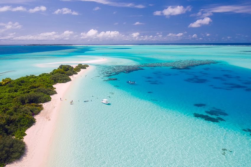 Early tourists choices to the sea of Maldives in fancy dresses and suits